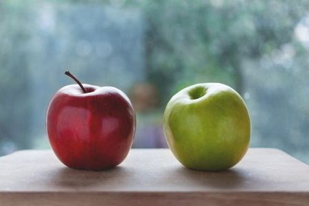 Similarities of apples.