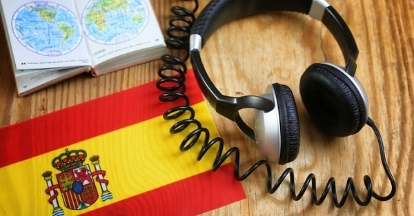 Headphones next to a Spanish flag.